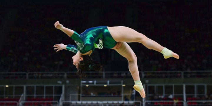 Mexico's Alexa Moreno competes in the qualifying for the women's Beam event of the Artistic Gymnastics at the Olympic Arena during the Rio 2016 Olympic Games in Rio de Janeiro on August 7, 2016. / AFP PHOTO / EMMANUEL DUNAND